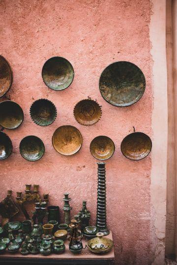 poteries sur un souk à Marrakech