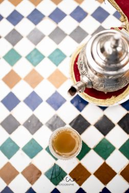 thé à la menthe sur mosaïque, Marrakech